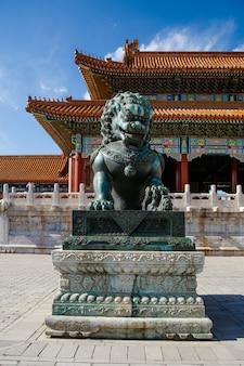 中国紫禁城の故宮博物院のブロンズライオン