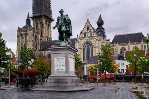 Bronze statue of the famous baroque flemish painter peter paul rubens