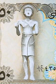 예멘 돈에서 maadkarib의 동상