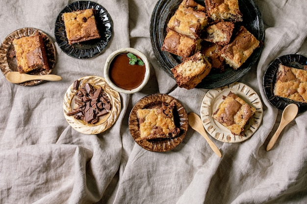 Пирожные с орехами и печеньем