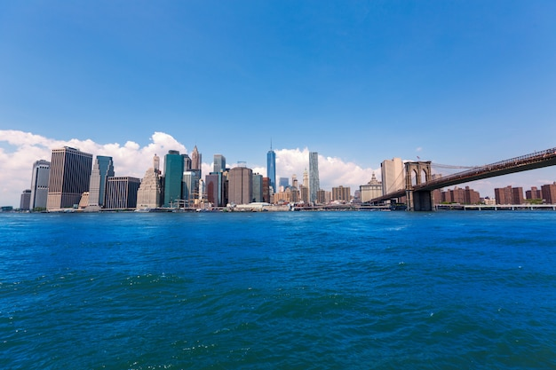 Brooklyn bridge and manhattan skyline new york