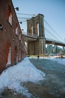ニューヨーク市のランドマークであるブルックリンブリッジパークブルックリンブリッジは、米国で最も古い吊橋の1つです。