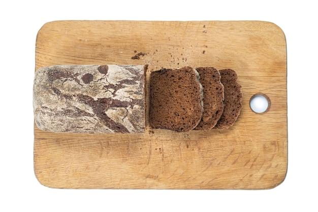 Черный хлеб, изолированные на белом фоне.