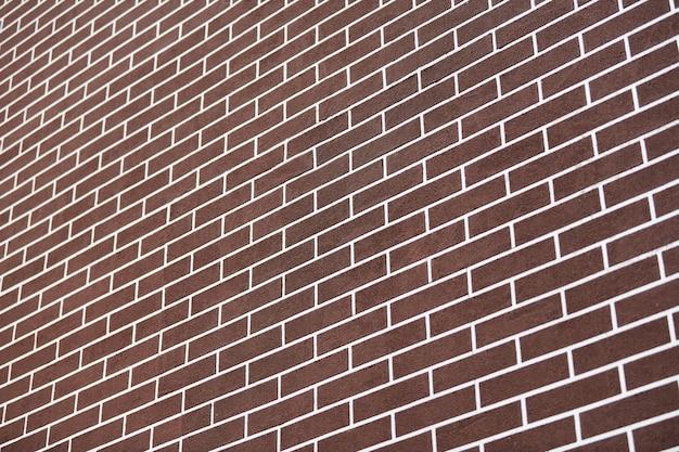 Коричневая кирпичная стена с белыми линиями затирки. абстрактный фон текстуры кирпича. новый экстерьер дома