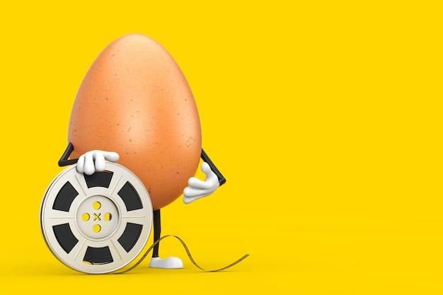 Коричневый талисман характера персоны куриного яйца с лентой кино вьюрка фильма на желтой предпосылке. 3d рендеринг