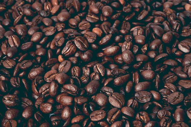 갈색 커피 콩 중간 구운 된 배경입니다.