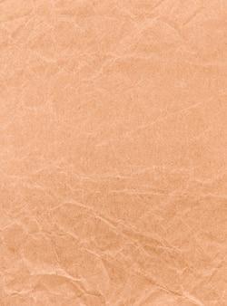 茶色のしわくちゃのクラフト紙。テクスチャード加工のビンテージ背景。