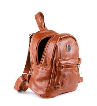 Коричневый кожаный рюкзак, изолированные на белом фоне