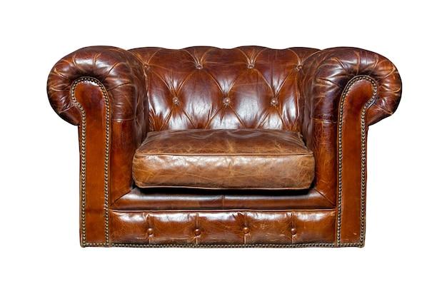 白で隔離の茶色の革張りの椅子