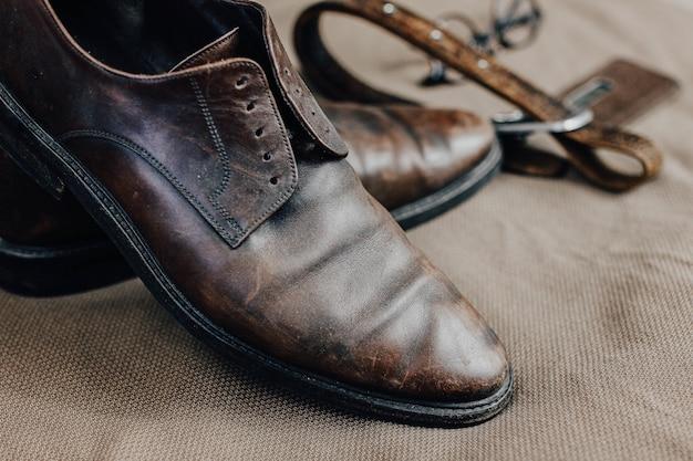 갈색 가죽 복고풍 신발 벨트 steampunk 선글라스와 회중 시계 빈티지 스타일
