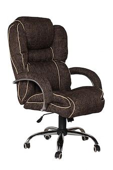 Коричневый офисное кресло на белом