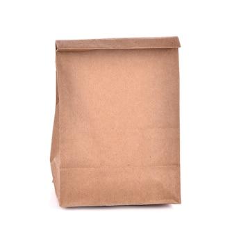 Коричневый бумажный пакет, изолированные на белом фоне