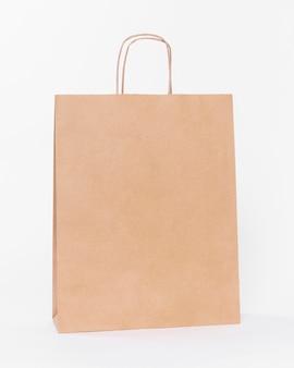 쇼핑 용 손잡이가 달린 갈색 종이 캐리어 백