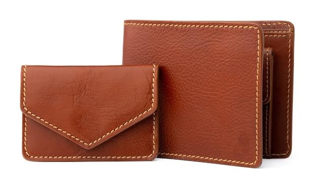 白い背景で隔離の茶色の光沢のある財布