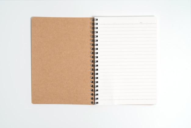 흰색 background.top 보기에 고립 된 갈색 나선형 노트북