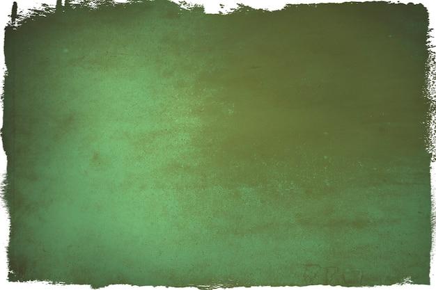 緑の紙の背景に茶色に染まる