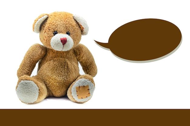 갈색 테디 베어 장난감 흰색 배경에 앉아