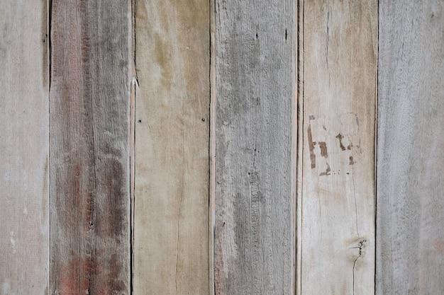 デザインと装飾のための自然なパターンの抽象的な背景を持つ茶色の木板のテクスチャ