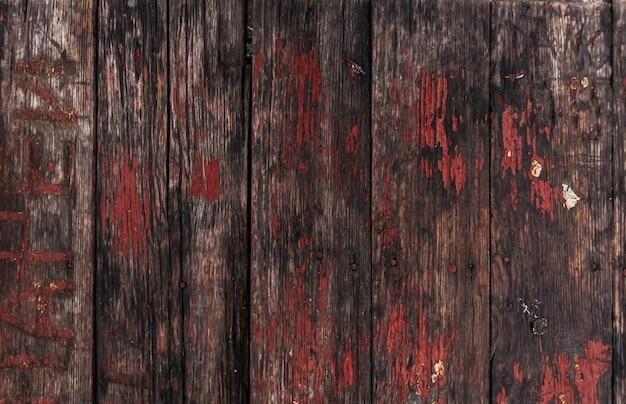 금이 간 페인트 잔여물이 있는 갈색 나무 질감추상 배경빈 템플릿소박한 풍화된 나무...