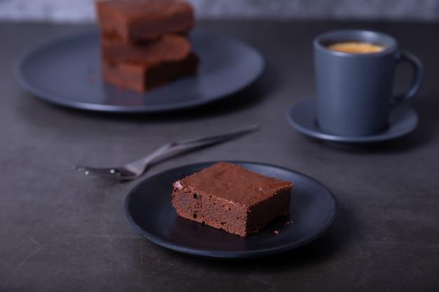 브라우니 케잌. 수제 초콜릿 디저트. 인기있는 다크 초콜릿 케이크. 확대.