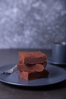 브라우니 케잌. 수제 초콜릿 디저트. 인기있는 다크 초콜릿 케이크.