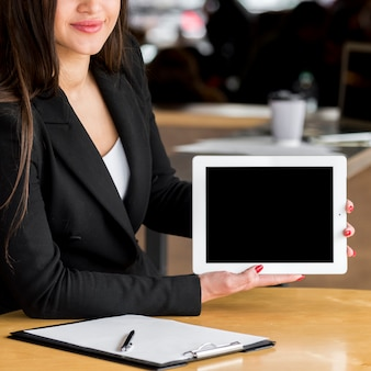 Brunette businesswoman showing tablet