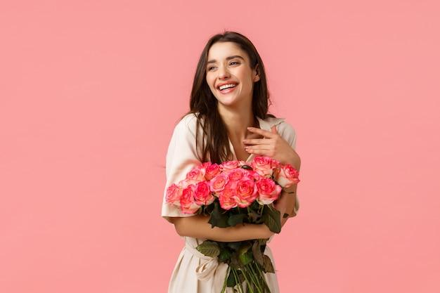 Brunette girl holding flower bouquet Premium Photo