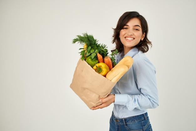 파란색 셔츠 음식 가방 야채 건강 식품에 갈색 머리