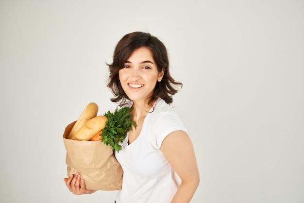 식료품 야채 배달 패키지와 함께 갈색