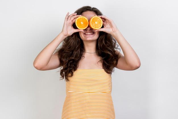 Brunette woman holding an orange