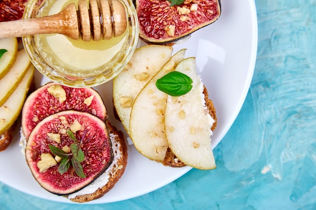 Bruschetta with cottage cheese, figs, pears, and honey