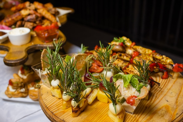 Bruschetta with grilled bell pepper, zucchini, olives and mozzarella cheese. vegetarian dish.