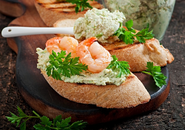 Bruschetta with a paste of green peas and shrimps