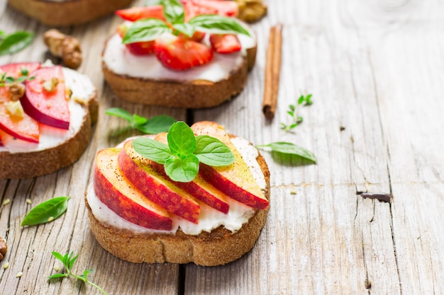 Bruschetta with peaches, plums, strawberries and cottage cheese.