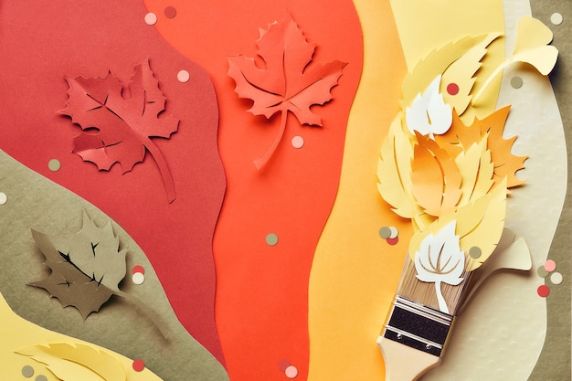 紙の紅葉から作られた絵の具を詰めたブラシ。