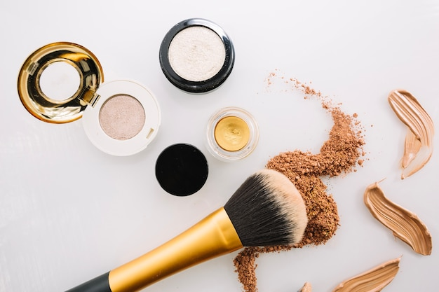 Brush and makeup foundations