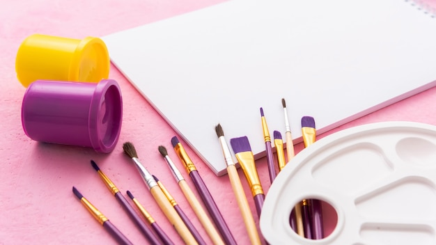Brushes for drawing with watercolor and gouache on the table.