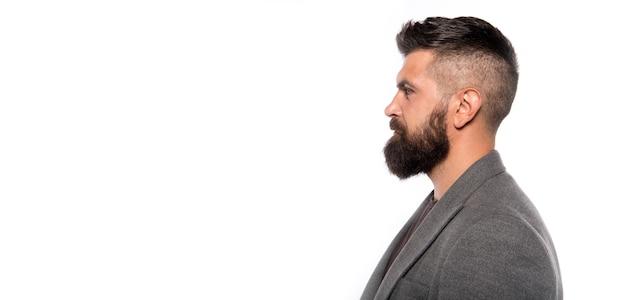 口ひげを生やした残忍な白人ヒップスター。男性のファッション。フェイシャルケア。あごひげを生やした成熟したヒップスター。あごひげを生やした男。あごひげを生やしてスタイリッシュ。コピースペース。若くて自信がある。真面目な男。