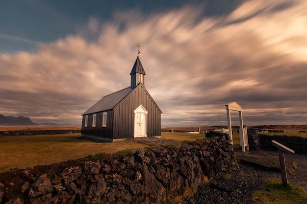 Búðakirkja церковь в городе búdir на полуострове snæfellsnes, западная исландия.