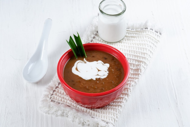 Bubur kacang ijobubur kacang hijau или мунговая каша индонезийский традиционный десерт