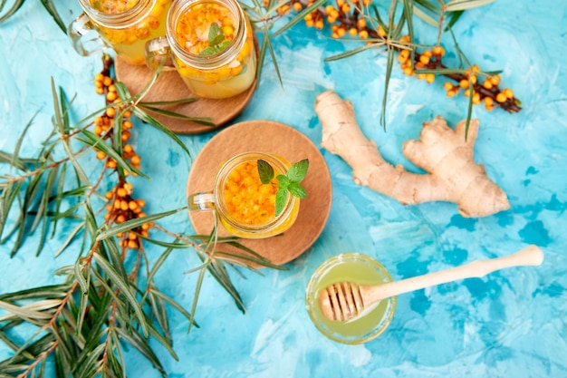 生姜とハチミツのクロウメモドキ茶、健康的なビタミン。免疫系ブースターフード