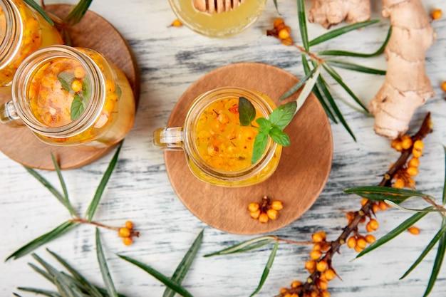 Облепиховый чай с имбирем и медом, витаминный витамин. иммунная система усилитель пищи