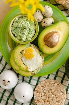 Buckwheat crispbread with cottage cheese, spinach, avocado and fried quail egg