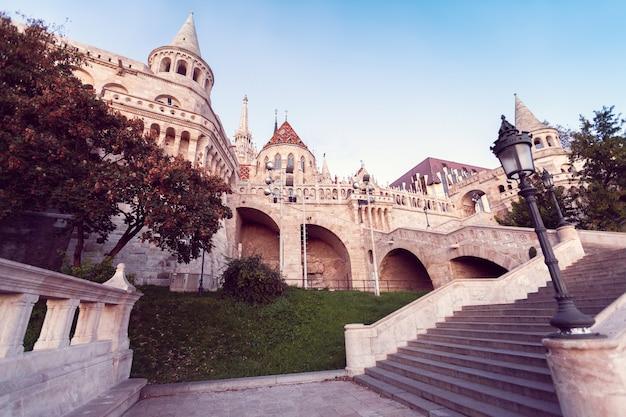 ブダ城は、ブダペストにあるハンガリー王の宮殿群です。