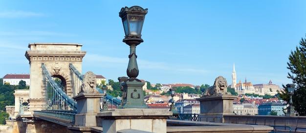 ブダペストの朝の景色ハンガリーのランドマークチェーンブリッジ