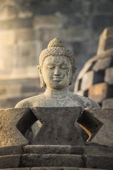 インドネシア、ジョグジャカルタの仏教寺院ボロブドゥールの仏像