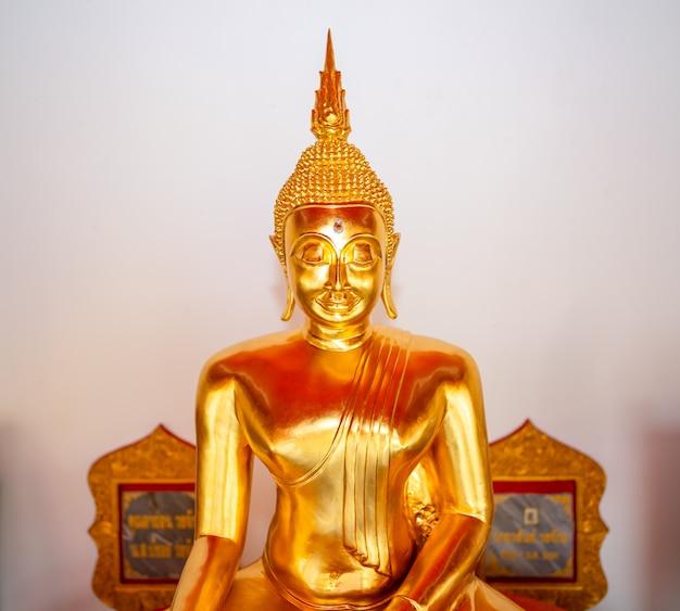 タイの寺院の仏像