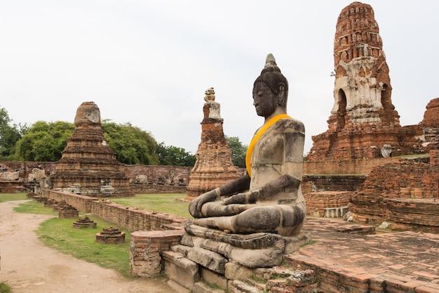 Buddha statue in wat mahathat