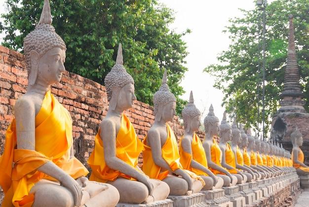 태국 아유타야의 왓 야이 chaimongkol에있는 불상