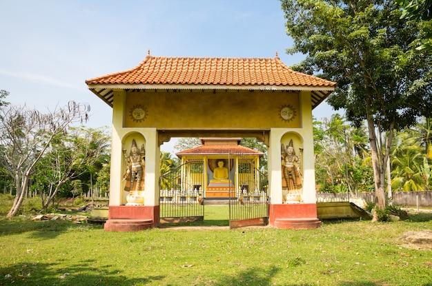 Храм будды на шри-ланке, цейлон